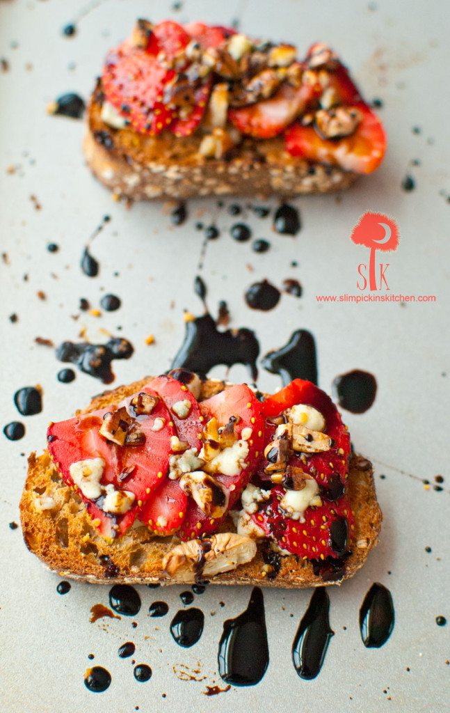 Strawberry-Gorgonzola-Toast-w-Balsamic-Reduction