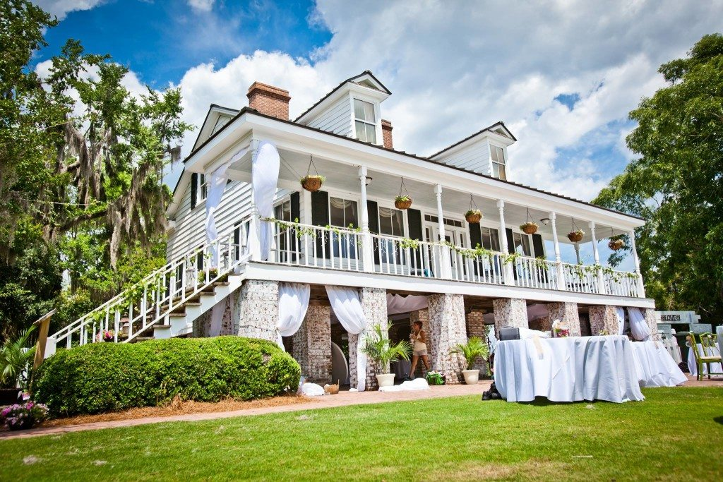 Affordable Charleston Wedding Venues for Brides on a Budget.Charleston, SC-A comprehensive list of affordable, inexpensive Charleston wedding venues where you can have your wedding and your cake...and eat it too.