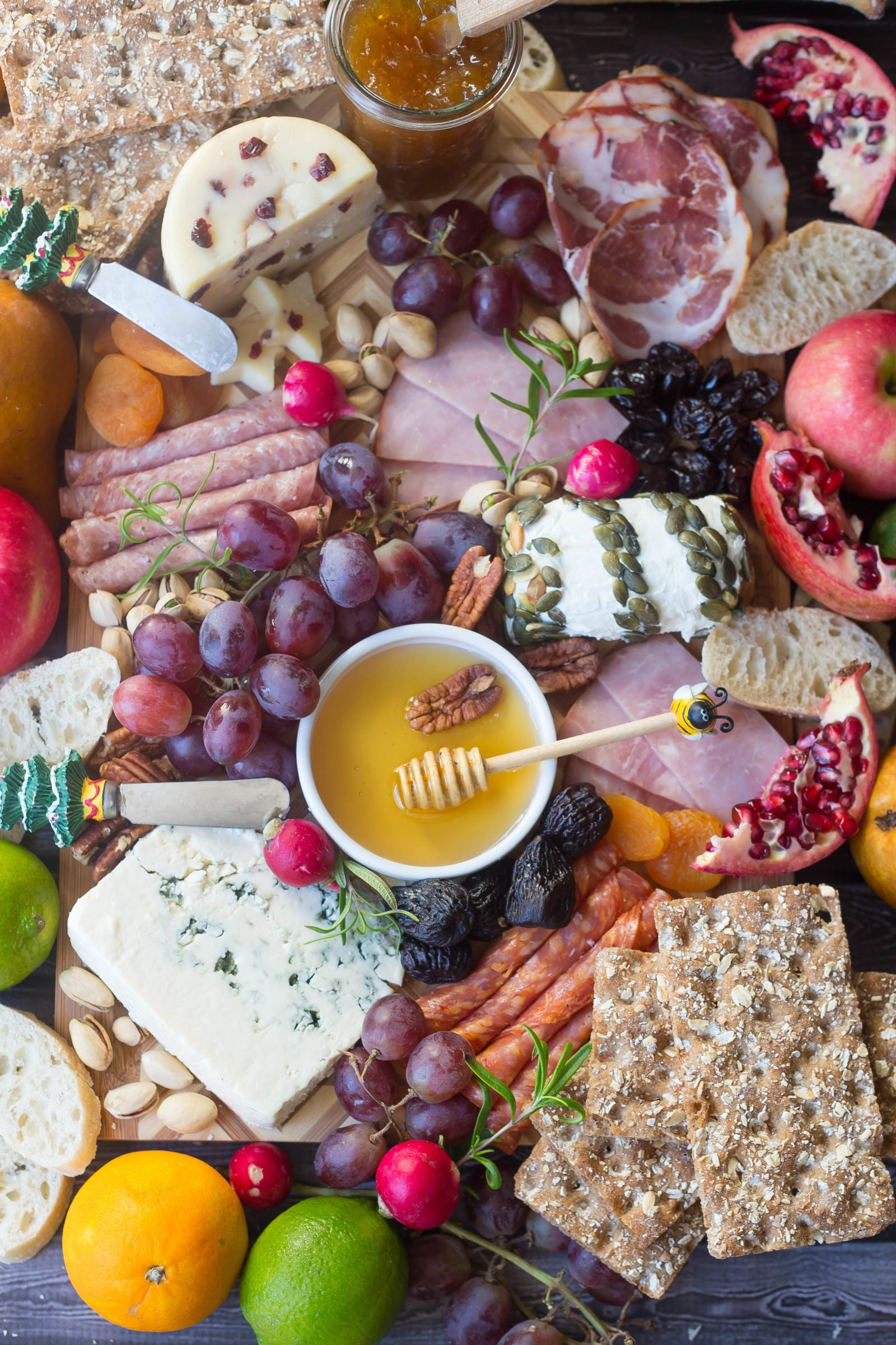 Christmas Charcuterie Tray | Easy Holiday Appetizer